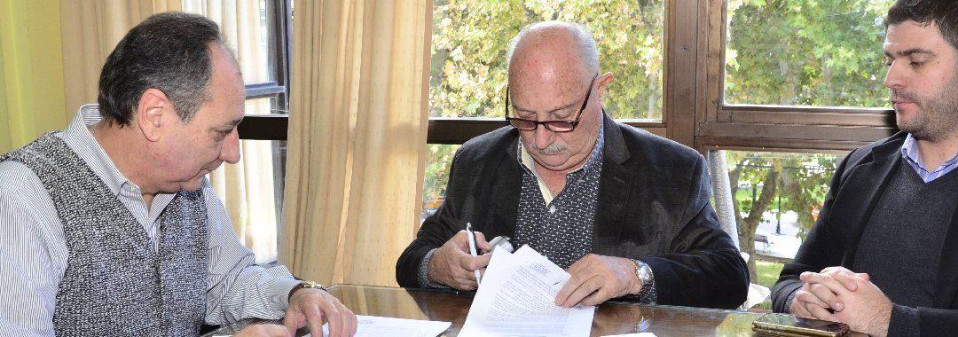 """Se firmó contrato de obra """"Ampliación Depurador Rivadavia"""""""